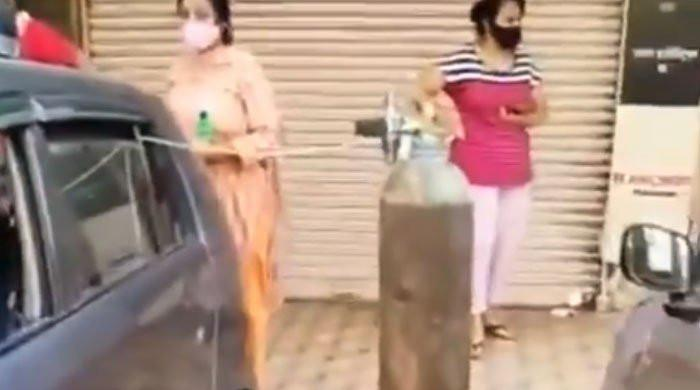 Watch: Indians line up to get oxygen for their loved ones