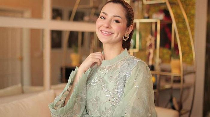 Hania Aamir asks fans to wear mask, stay home