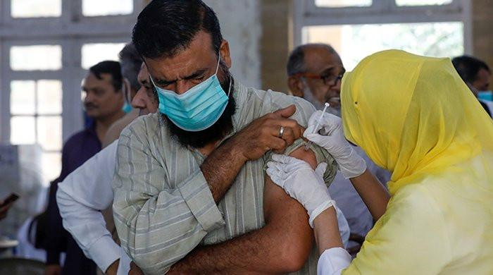 Pakistan has started vaccinating people between the ages of 40 and 49 against the corona virus