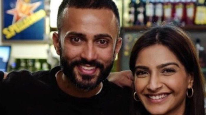 Sonam Kapoor gets emotional after mom Sunita Kapoor wished her on third wedding anniversary