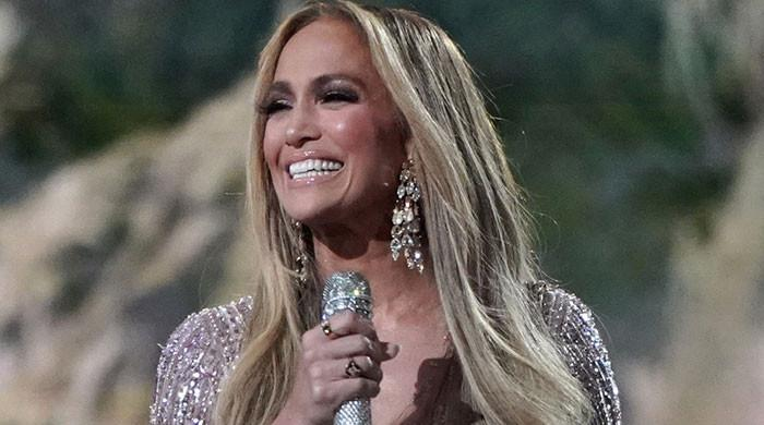 Jennifer Lopez wins hearts with sweet clips of concert rehearsal and hugging her mother on stage