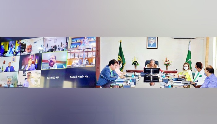Federal Education Minister Shafqat Mehmood presiding over a meeting of PEC, VCs of universities and HEC officials. Photo: Twitter/Education Ministry
