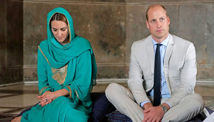 Prince William and Kate Middleton during their visit to Badshahi Mosque in Lahore