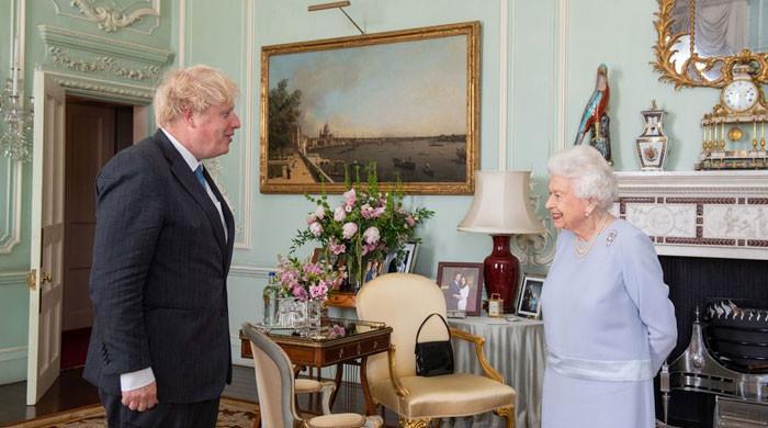 Queen Elizabeth puts Prince Harry, Meghan's photo on display despite feud