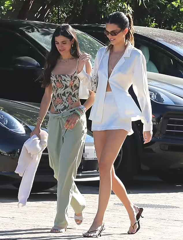 Kendall Jenner turns heads as she steps out with pals for lunch in chic outfit