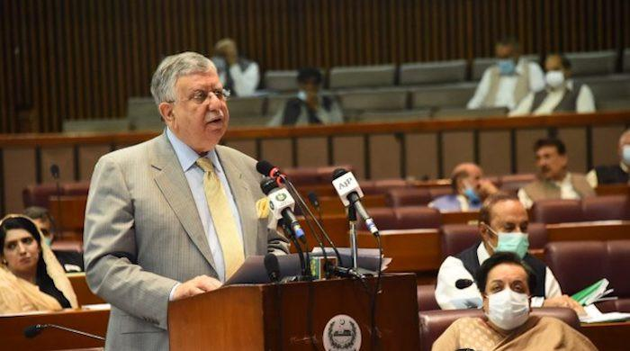 Shaukat Tarin announces tax on mobile phone calls lasting more than 5 minutes