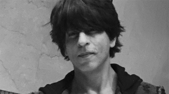Shahrukh Khan resumes shoot; yet to recover from injury