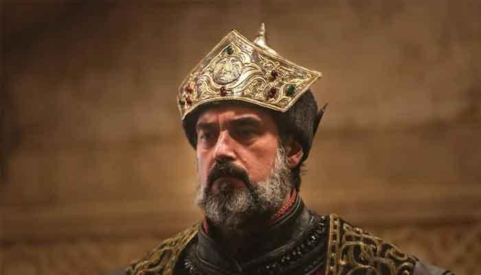 Ertugruls Sultan Alaaddin actor Burak Hakki looks handsome in throwback picture