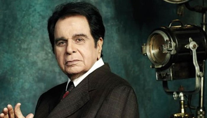 Watch: Dilip Kumar draped in Indian flag during state funeral
