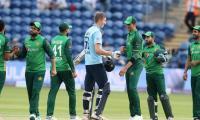 Inexperienced England thrash Pakistan by nine wickets