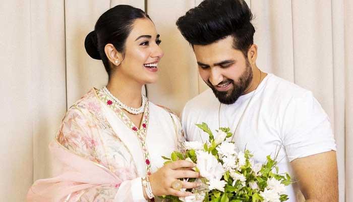 Pakistani celebrities send Eid greetings to their fans