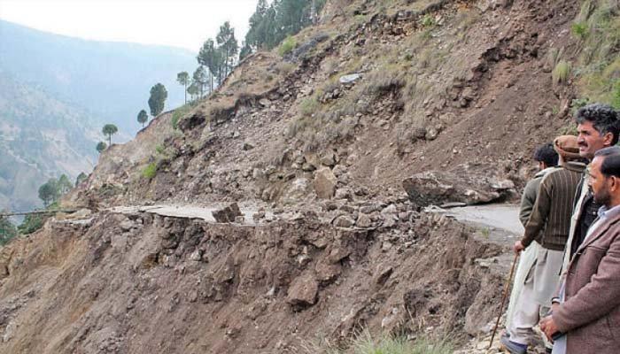 Traffic on Karakoram Highway remains suspended for second consecutive day