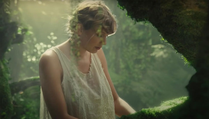 Taylor Swift pens heartfelt note in honor of 'Folklore's anniversary