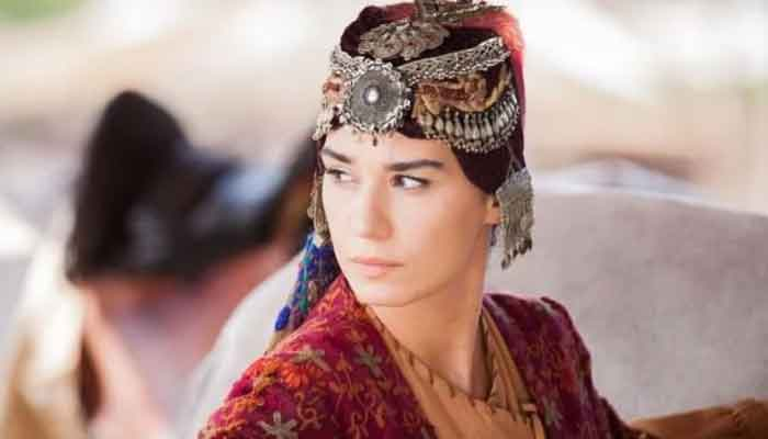 Ertugrul actress, who tied the knot with a singer, stuns in latest photo with husband