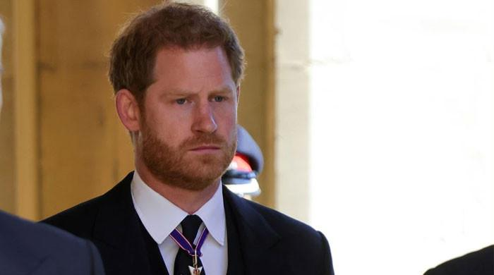 The Firm urged to 'assume the worst' with Prince Harry's tell-all four book deal
