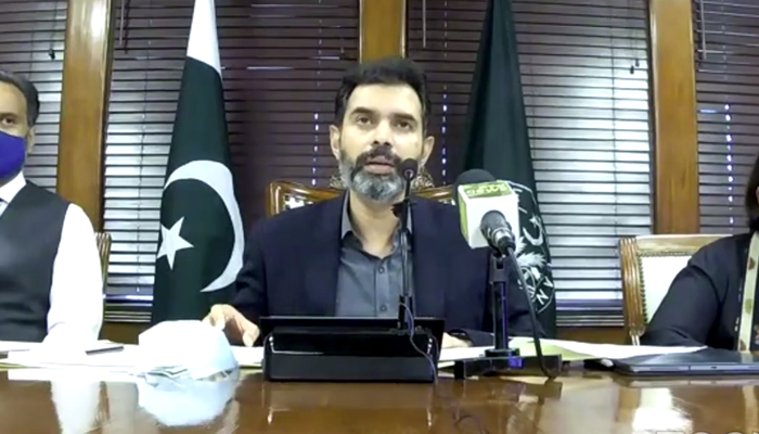 Governor State Bank of Pakistan Dr Reza Baqir addressing a addressing a press conference along with SBP officials, on July 27, 2021. — Facebook