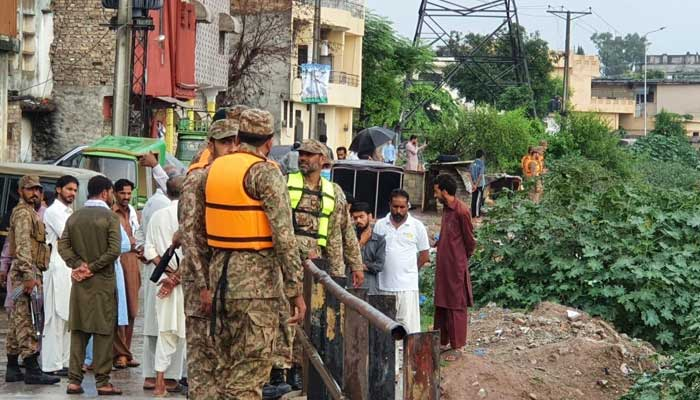 Pakistan Army troops assisting local administration in rescue efforts in Rawalpindi. -ISPR
