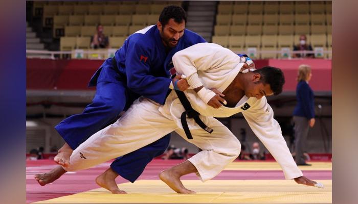 Pakistani judoka Shah Hussain Shah and Egypt's Darwish Ramadan. Photo: Twitter