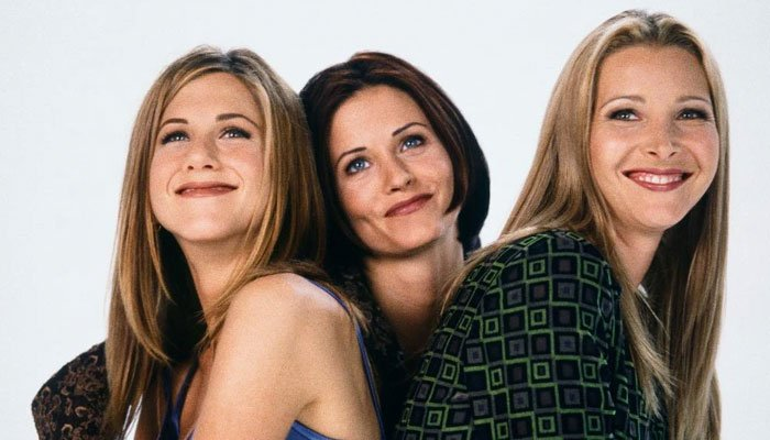 Courteney Cox and Jennifer Aniston are gushing over their close friend and costar Lisa Kudrow