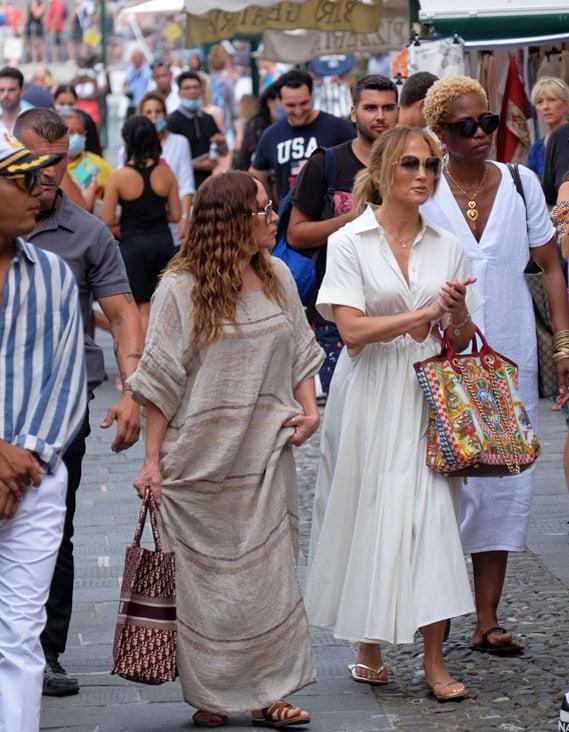 Jennifer Lopez keeps Ben Affleck close even after Italy departure, heres how