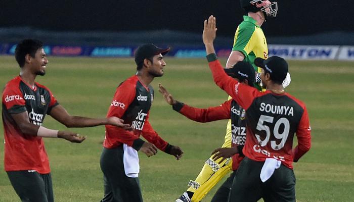Bangladesh´s cricketers celebrate after the dismissal of Australia´s Ashton Turner during first Twenty20 international cricket match between Bangladesh and Australia at the Sher-e-Bangla National Cricket Stadium in Dhaka on August 3, 2021. — AFP