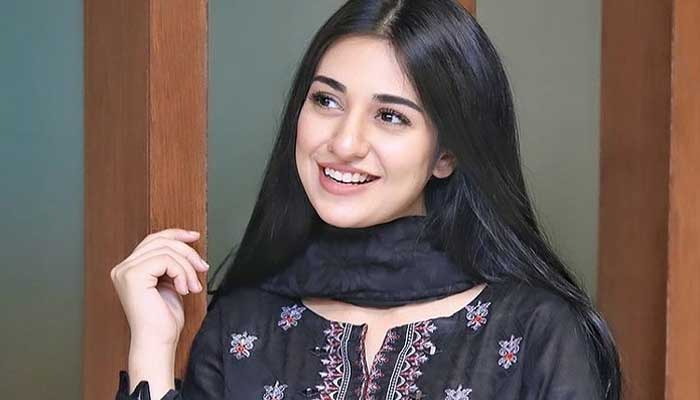 Mom-to-be Sarah Khan looks radiant in her latest photos