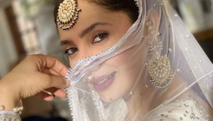 Mahira Khan exudes traditional all-white ensemble in new photo
