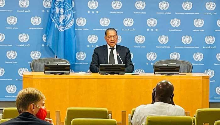 Pakistans Permanent Representative to the UN Ambassador Munir Akram briefing media.