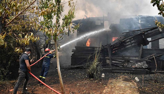 Greece, Turkey continue to grapple with raging blazes