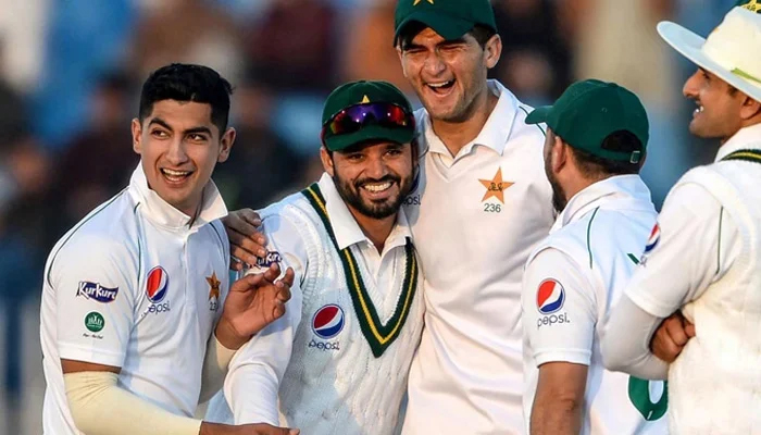 Muhammad Abbas and Azhar Ali stay in London to play county cricket — File