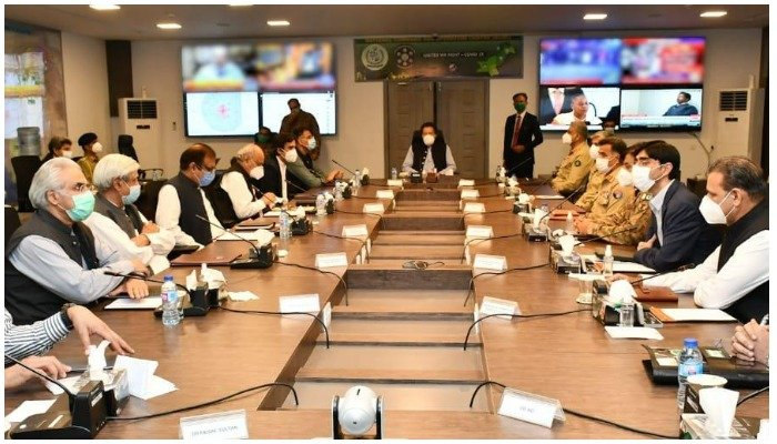 Prime Minister Imran Khan visited National Command and Operation Centre for COVID-19 in Islamabad on 18 June 2020. Photo —NCOC