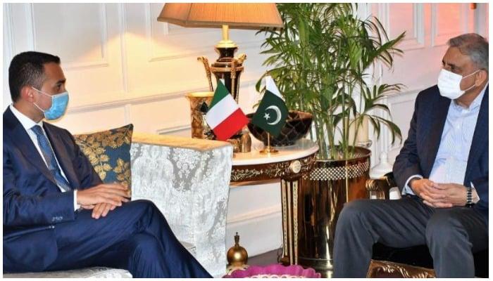 Italian FM Luigi Di Maio (L) in meeting with COAS General Qamar Javed Bajwa (R)