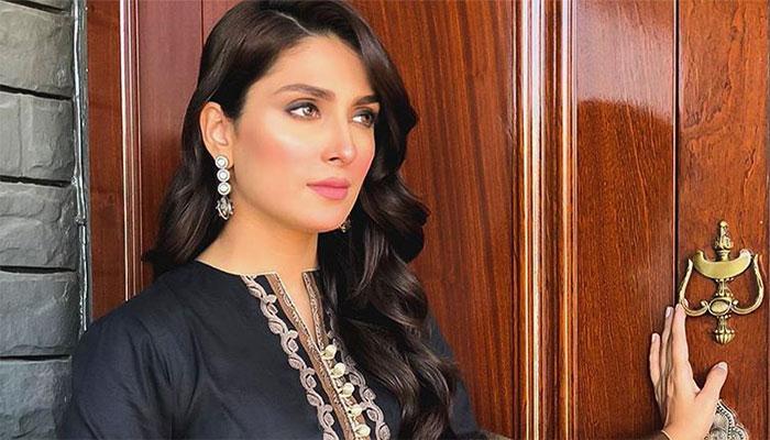 Ayeza Khan thanks fans as she reaches 10 million Instagram followers