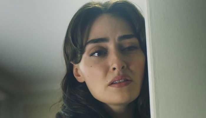 Esra Bilgic bursts into tears in new trailer of 'Kanunsuz Topraklar'