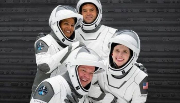 Tourists ofSpaceXs all-civilian Inspiration4 crew. Twitter.