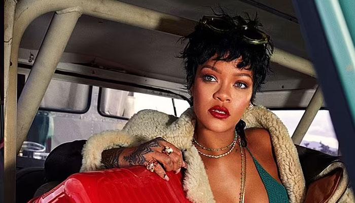 Rihannas new snap sets the internet on blaze