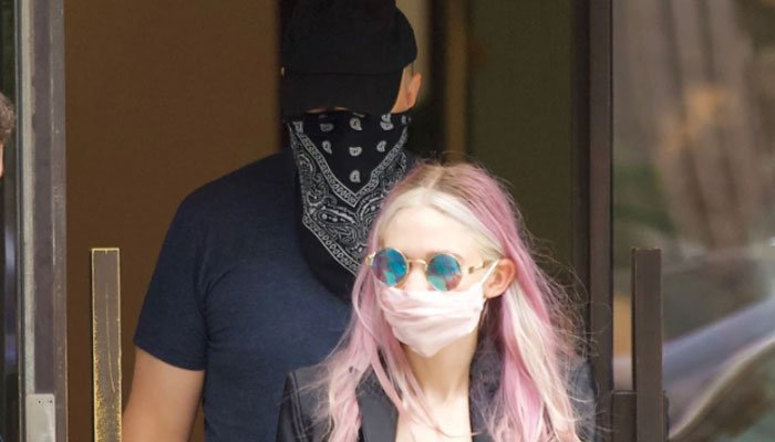 Elon Musk, Grimes spotted leaving NYC after Met Gala