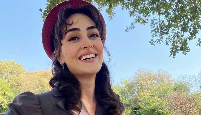 Esra Bilgic announces release date of her new drama serial 'Kanunsuz Topraklar'