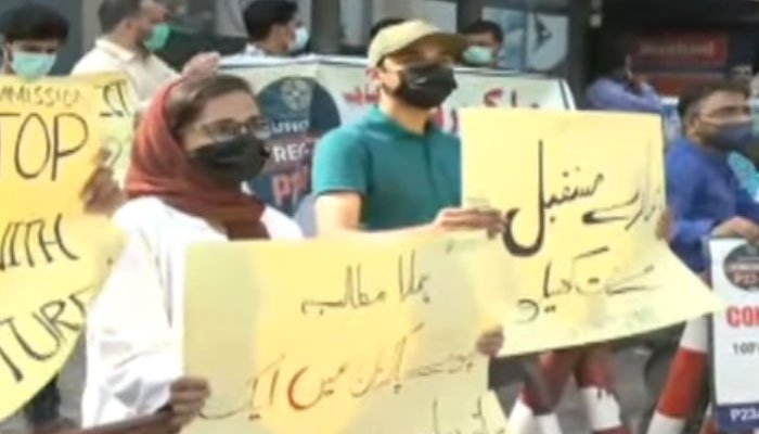 Students are protesting outside SC Karachi Registry against 30-day MDCAT exam.