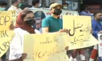 Students Protest Outside SC Karachi Registry Against 30-day MDCAT Exam