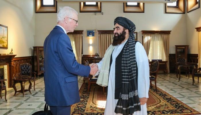 Minister of Foreign Affairs Amir Khan Muttaqi (centre) meets Simon Gass, UK Prime Minister Boris Johnsons high representative for Afghanistan, (centre) in Kabul, on October 5, 2021. — Twitter/QaharBalkhi
