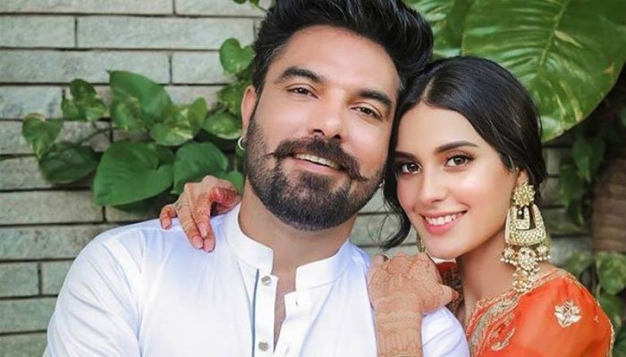 Iqra Aziz thanks Yasir Hussain for helping her survive baby blues
