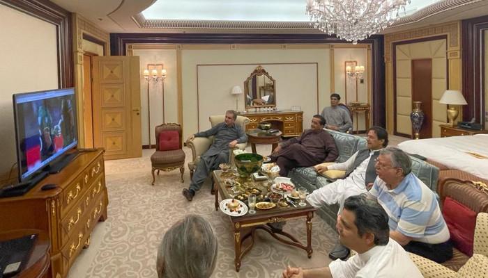 PM, politicians congratulate Pakistan on historic win against India