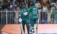 Malik, Asif's late over heroics see Pakistan through to victory against New Zealand