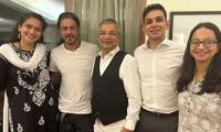 Shah Rukh Khan Looks Happy In Latest Picture With Aryan's Lawyers